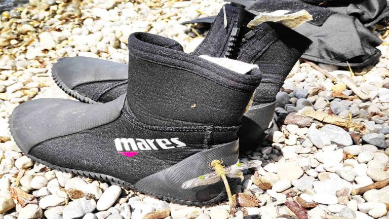 Buying dive boots for beginners in 2021