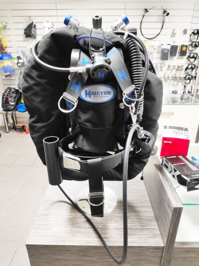 Buying a BCD for beginners in 2021